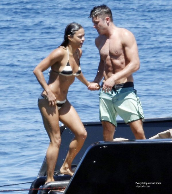 BREAKING NEWS !!  Zac Efron et Michelle Rodriguez ont confirmé les rumeurs qui circulaient à leur sujet depuis quelques semaines. Une photo des deux acteurs américains en train de s'embrasser, lors de leurs vacances en Italie   Que pensez-vous de ce nouveau couple ?