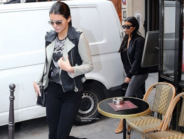 09/07/14: Kim Kardashian aperçue avec Kendall Jenner dans les rues de Paris