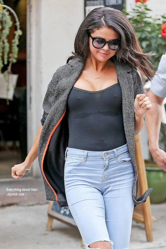 09/07/14: Selena Gomez aperçue dans les rues de New York