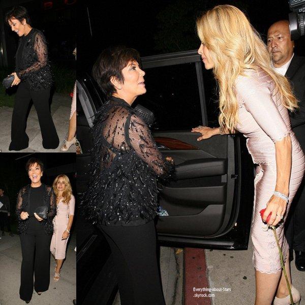 10/07/14: Kris Jenner aperçue se rendant dîner avec une amie dans les rues de West Hollywood