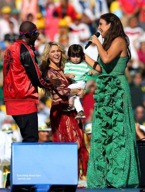 13/07/14: Shakira en famille pour la cérémonie de clôture de la Coupe du Monde de Football au stade Maracana au Brésil