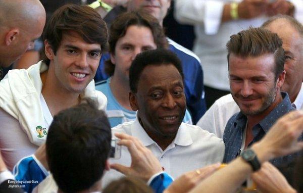13/07/14: David Beckham à décidé de passer la finale de la Coupe du Monde de football avec ses fils Romeo, Brooklyn et Cruz. Il a été également aperçue en train de prendre la pause avec Pelé et Kaka