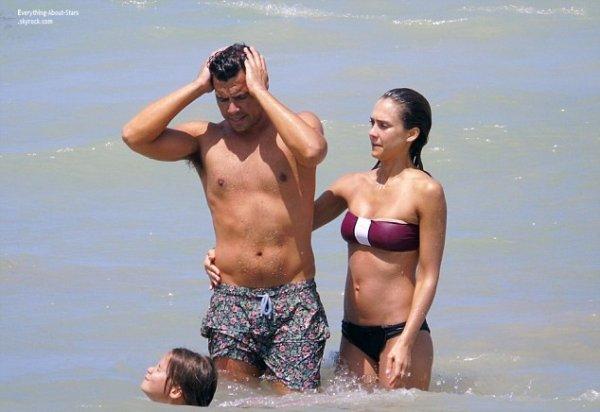 14/07/14: Jessica Alba toujours en famille pendant ses vacances sur les plages du Mexique