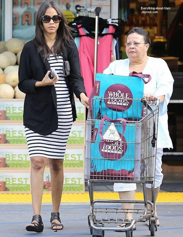 14/07/14: Zoe Saldana a été repérée à la sortie du supermarché  Whole Foods à Los Angeles