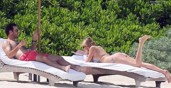 16/07/14: Kate Upton et son boyfriend Justin Verlander pendant leur vacances au bord de la plage au Mexique