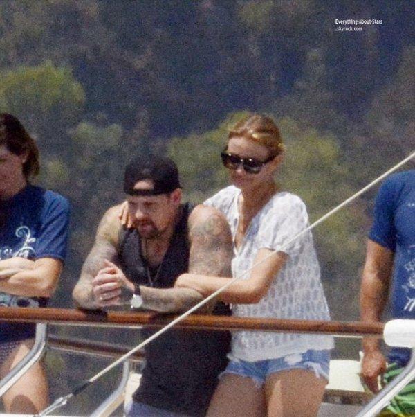 21/07/14: Cameron Diaz aperçue en vacances avec son boyfriend Benji Madden à Capri en Italie