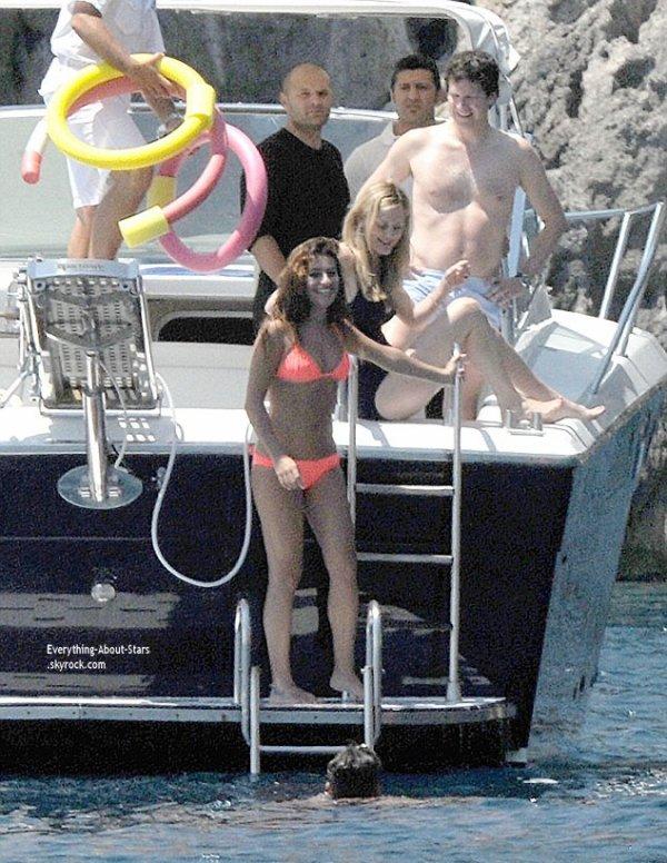 21/07/14: Lea Michele repérée avec son boyfriend Matthew Paetz sur un yacht à Positano en Italie