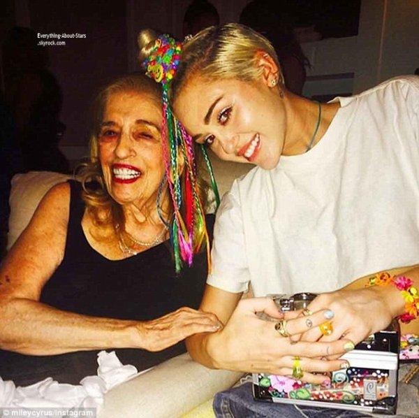 Miley Cyrus nous fais partager des photos personnelles sur son compte Instagram