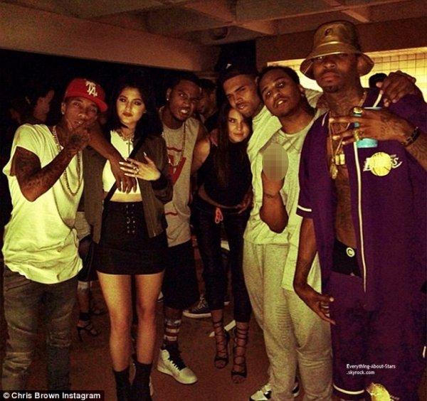 Découvrez des photos de Kendall et Kylie Jenner lors d'une fête avec Chris Brown et Trey Songz