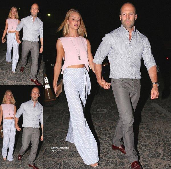 27/07/14: Dîner en romantique pour Rosie Huntington-Whiteley et Jason Statham repérée se rendant au restaurant à Hollywood
