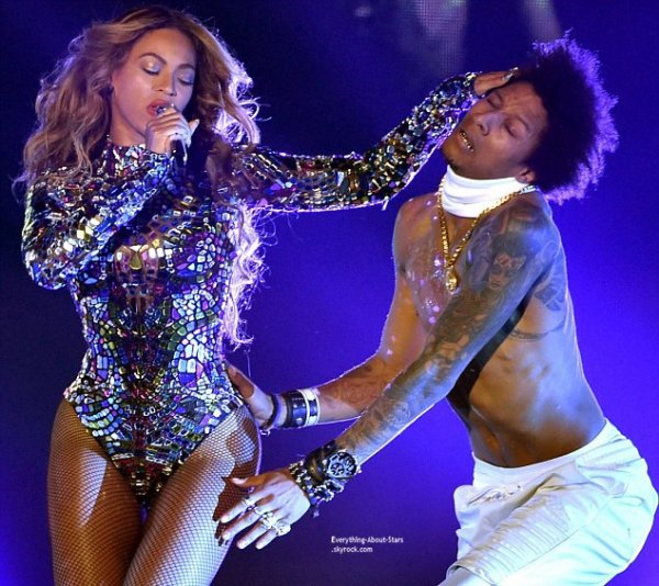 MTV VMA 2014 : Beyoncé : séquence émotion sur scène avec Jay Z et Blue Ivy