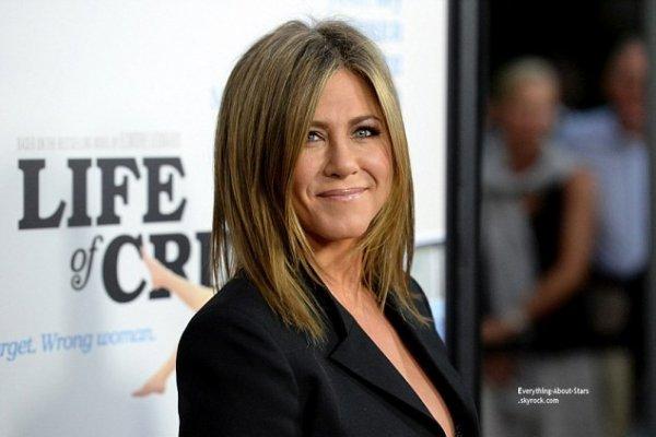 27/08/14: Jennifer Aniston aperçue à la première de son film  Life Of Crime avec Will Forte à Los Angeles