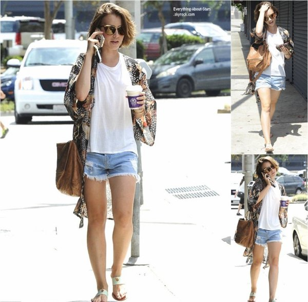 28/08/14: Lily Collins repérée dans les rues de New York City