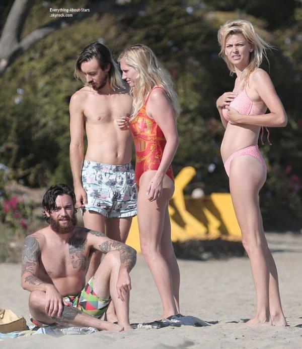 30/08/14: Kesha aperçue sur une plage avec quelques amies et son boyfriend  Brad Ashenfelter à Malibu