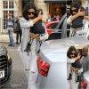 01/08/14: Kim Kardashian aperçue avec Kayne West et leur fille North West  dans les rues de Londres