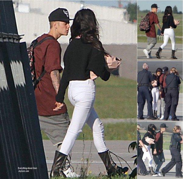 01/08/14: Justin Bieber et Selena Gomez aperçue de nouveau ensemble à la sortie de leur jet privé au Canada