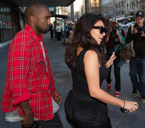 06/09/14: Kim Kardashian et son husband Kanye West repérée à l'aéroport de Pert en Australie
