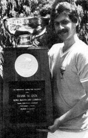 Frank William Dux, un artiste martial controversé