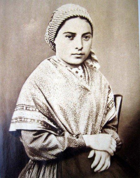 Bernadette Soubirous, une jeune fille dépassée par les événements
