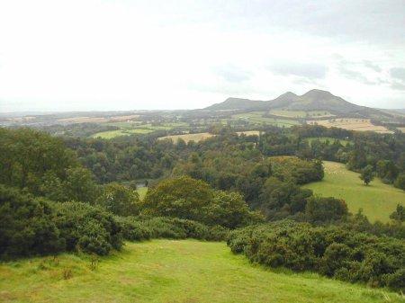 La tombe d'Arthur à Eildon Hills ?