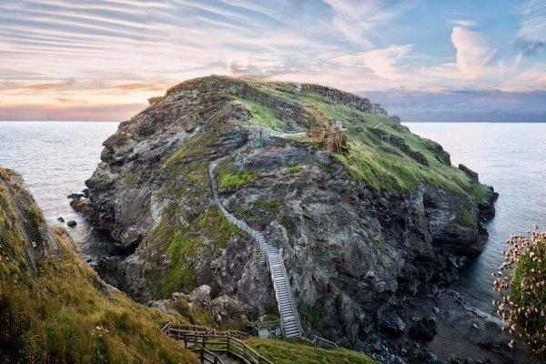 Un phare des âges sombres et l'identité du roi Arthur, ou comment archeology.com nous montre les âges sombres bretons