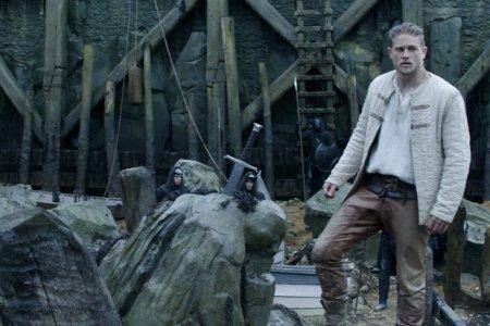 Charlie Hunnan, revient sur l'échec du film Le Roi Arthur : La légende d'Excalibur
