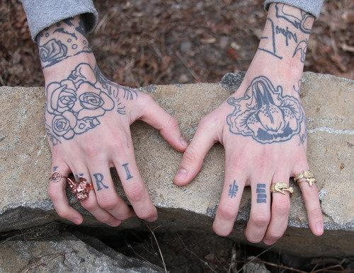 Une mini série consacrée aux mains ! :)
