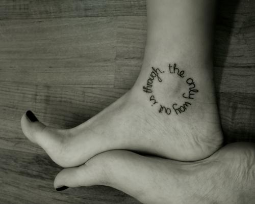 Une petite série spéciale pieds ! (mon prochain tatouage Héhé)