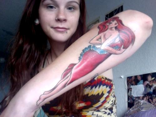 """La personne ayant ce tatouage explique: """"Mon plus récent tatouage, Pétunia de Les aventures de Pete & Pete . Cela a été mon émission préférée quand j'étais enfant et je voulais rendre hommage à elle, ainsi qu'à mon enfance."""""""