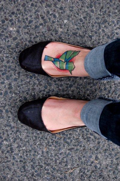 """La personne ayant ce tatouage explique: """"J'ai fais ce tatouage en hommage à ma maman qui nou sà quitté un an plus tôt. Ce colibri va être avec moi jusqu'à ce que je meure, comme ma mère dans mon c½ur."""""""