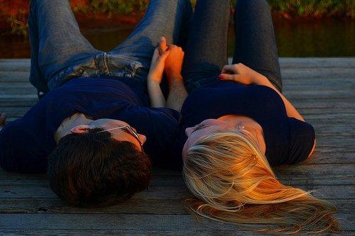 Je veux pas embrasser des millions de mecs. Je veux juste t'embrasser toi, des millions de fois.