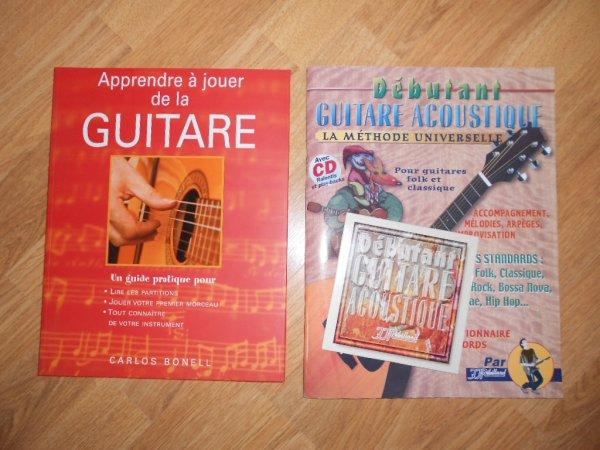 Guitare acoustique (Cort) avec house et bouquins des premières compos