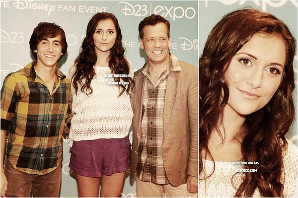 """*  20/08 : Alyson était à la """"D23 Expo"""", toujours avec le cast de Phineas & Ferb. *"""