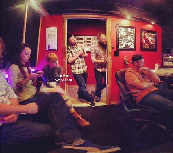 Bella en studio d'enregistrement le 2 octobre