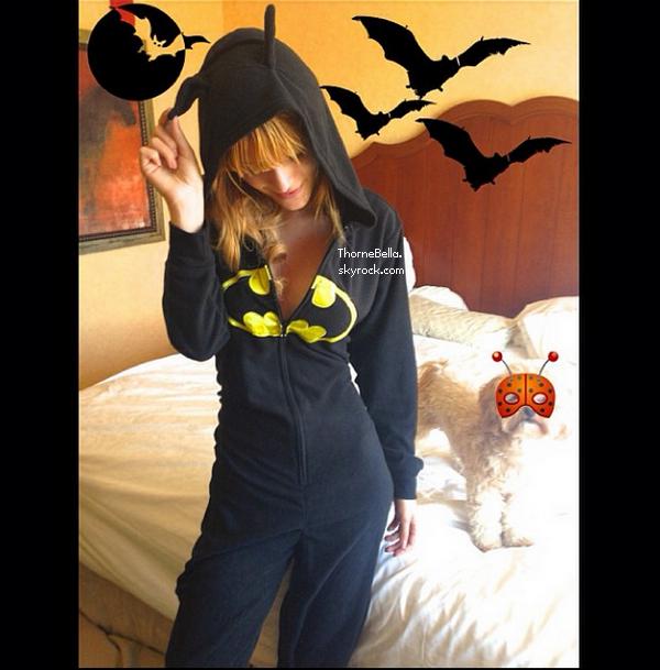 Nouvelles photos twitter de Bella du 31 octobre 2013.