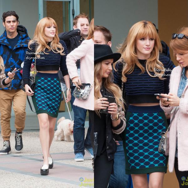 Bella quittant les studios de E! news le 12 novembre 2013.
