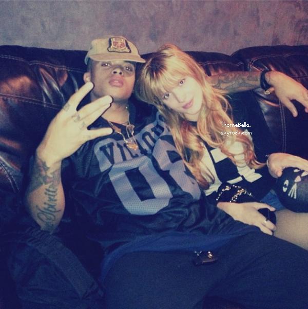 Bella en studio d'enregistrement le 23 novembre 2013.