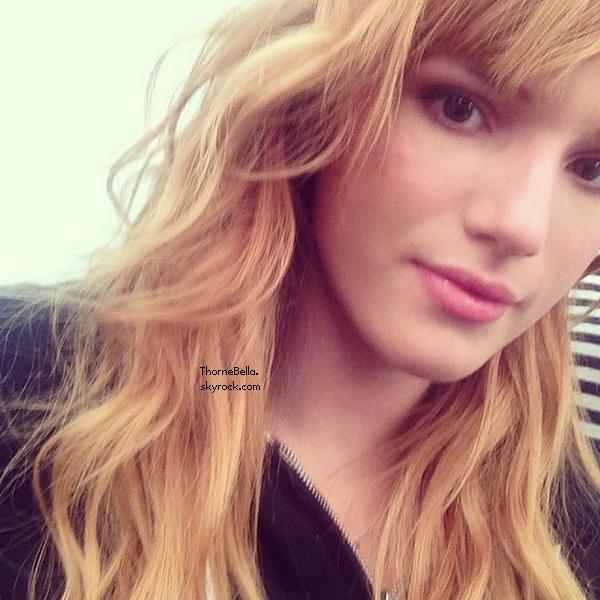 Bella sur le tournage de Home Invasion le 25 novembre 2013.