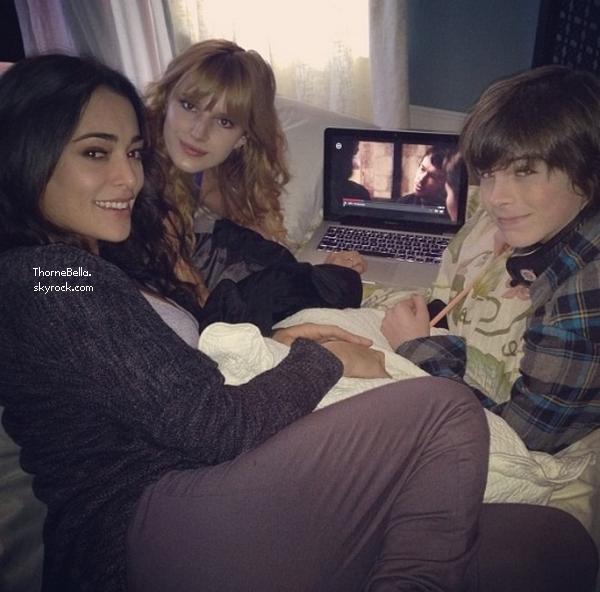 Nouvelles photos twitter de Bella du 13 décembre 2013.