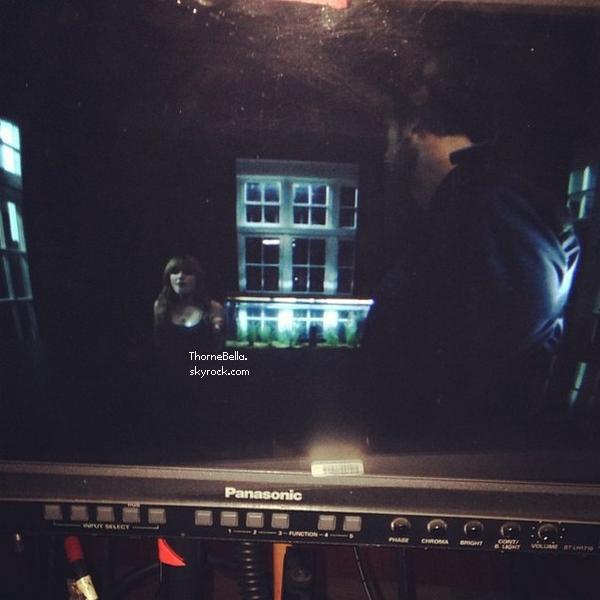 Bella sur le tournage de Home Invasion le 16 décembre 2013.