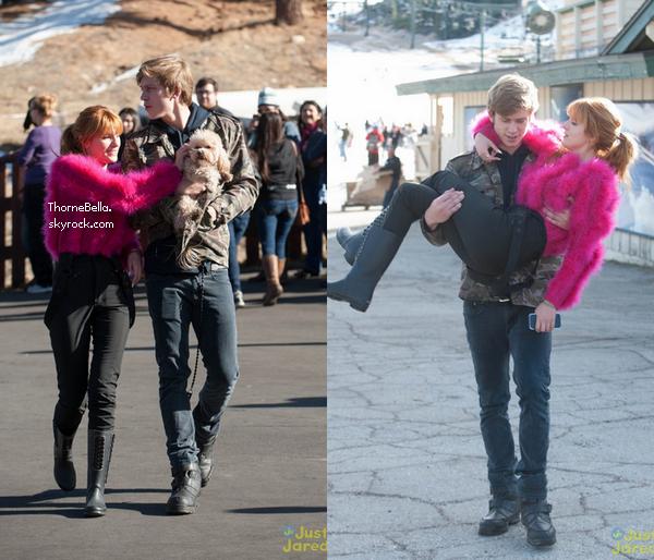 Bella, sa famille et ses amies ont fait du snow tubbing à Big Bear le 27 décembre 2013.