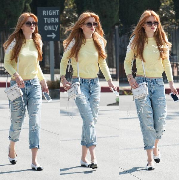 """Bella était à la soirée de Vanity Fair """"Young Hollywood"""" le 26 février 2014."""