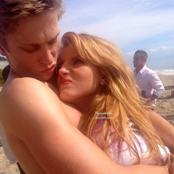 Bella et Tristan ont passé la journée à la plage le 27 février 2014.