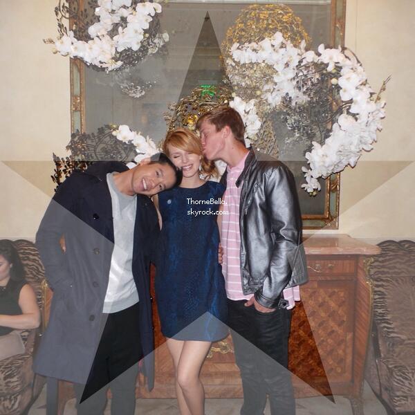 Nouvelles photos twitter de Bella du 1 mars 2014. On peut voir qu'elle a assisté à de nouveaux événements.