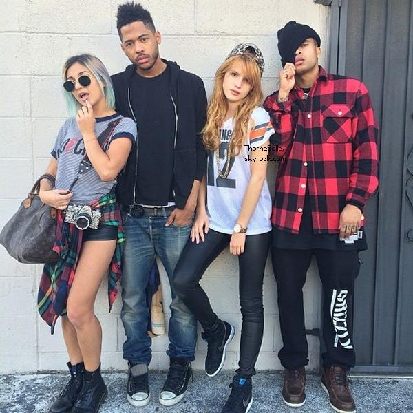 Nouvelles photos twitter du 4 mars 2014. Elle annonce qu'elle a bientôt fini son album.