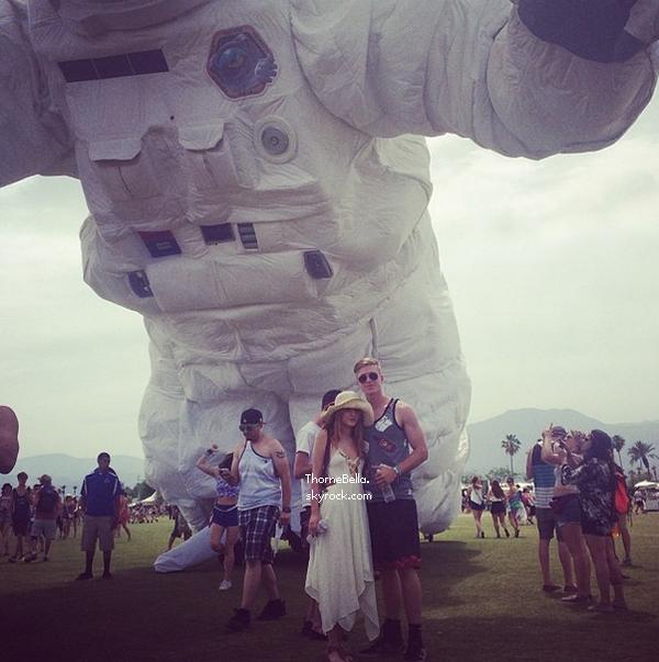 Bella et ses amies au festival de Coachella le 18 avril 2014.