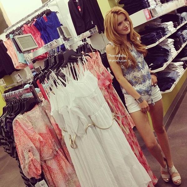 Bella faisant du shopping chez Kohl's le 4 mai 2014. (twitter)