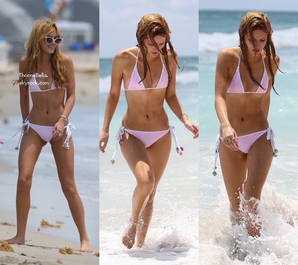 Bella a la plage de Miami avec Tonya et Castillo le 18 mai 2014.