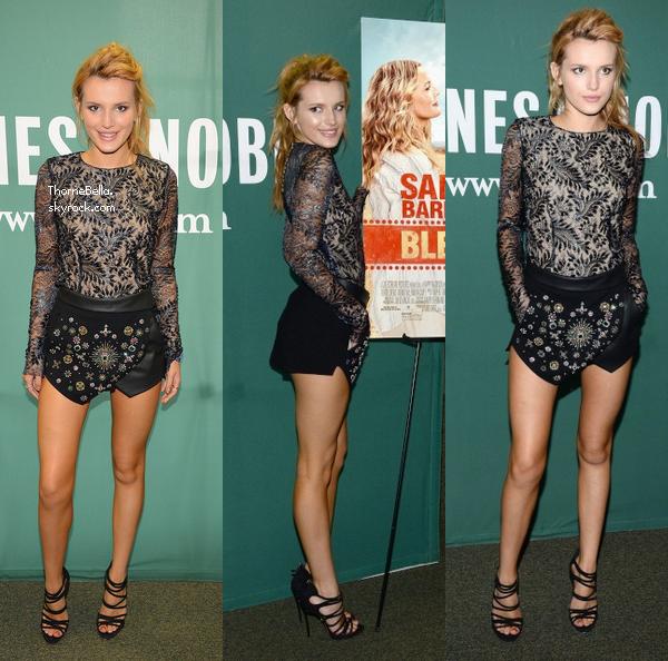 Bella a une séance de dédicace chez Barnes and Noble à New York le 22 mai. J'aime beaucoup sa tenue.