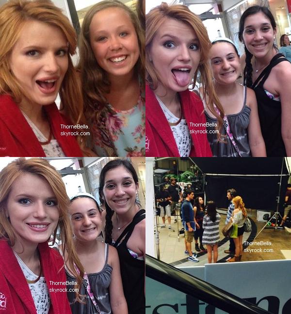 Bella tournant une scène de The Duff dans un centre commercial à Atlanta le 4 juin.